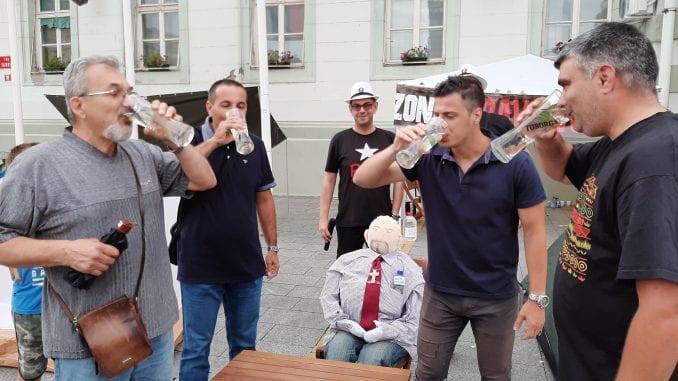 Izabran naj lažov i pobednik u ispijanju vode 2