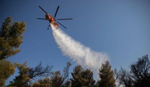 Vatra preti kućama kod Atine godinu dana posle smrtonosnog požara 11
