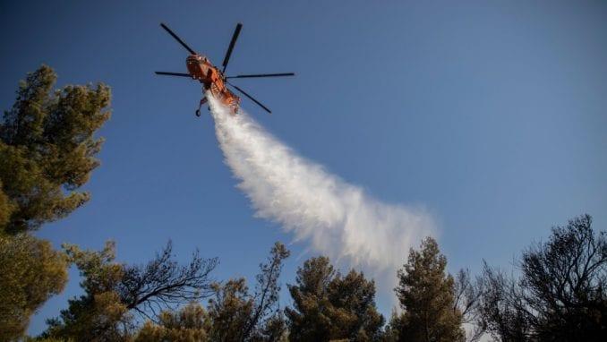 Vatra preti kućama kod Atine godinu dana posle smrtonosnog požara 2