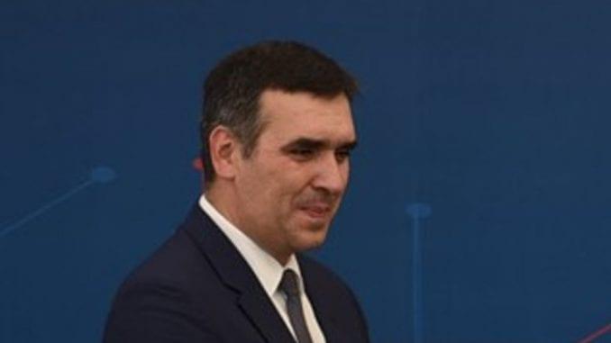 SNS nije smeo da rizikuje sa Radomirom Nikolićem na čelu izborne liste? 4