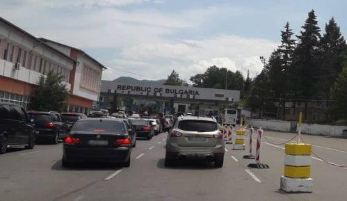 Putnička vozila na Gradini čekaju 70 minuta na ulaz u Srbiju 3