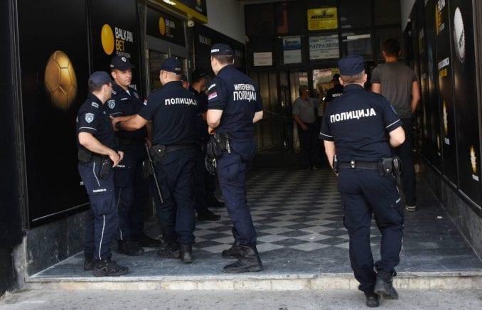 Novi Sad: U policijskoj raciji zaplenjeni oružje i droga kod sedam osoba 3