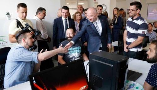 Popović otvorio Regionalni inovacioni startap centar u Gornjem Milanovcu 4