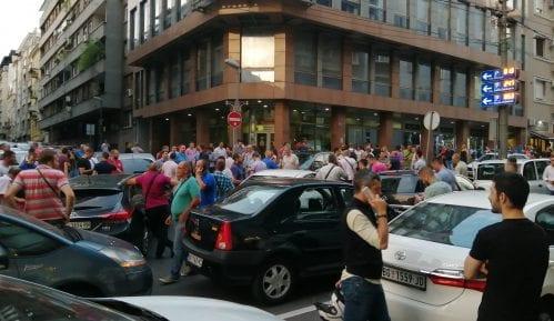 Sprečeno oduzimanje vozila Udruženja CarGo, članovi blokirali Mekenzijevu ulicu 10