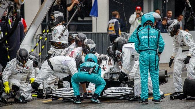 Hamilton: Umalo srce da mi stane kad je pukla guma 3