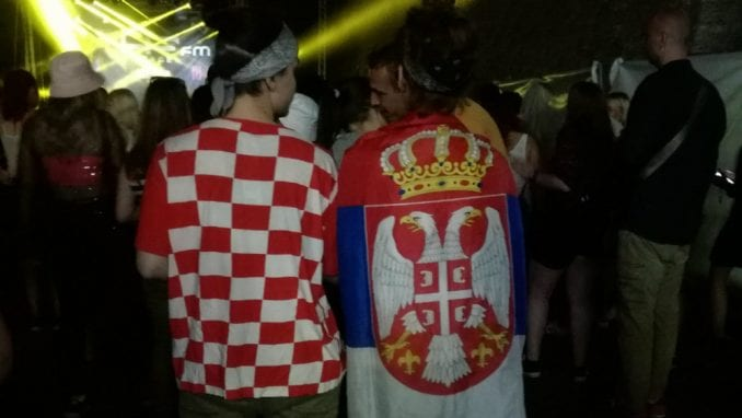 Na Exitu Splićanka nosila srpsku, a Novosađanka hrvatsku zastavu 1