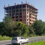U Rakovici nastavljena nelegalna gradnja zgrade od osam spratova 14