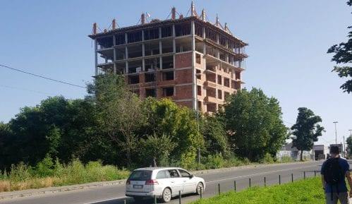 U Rakovici nastavljena nelegalna gradnja zgrade od osam spratova 5