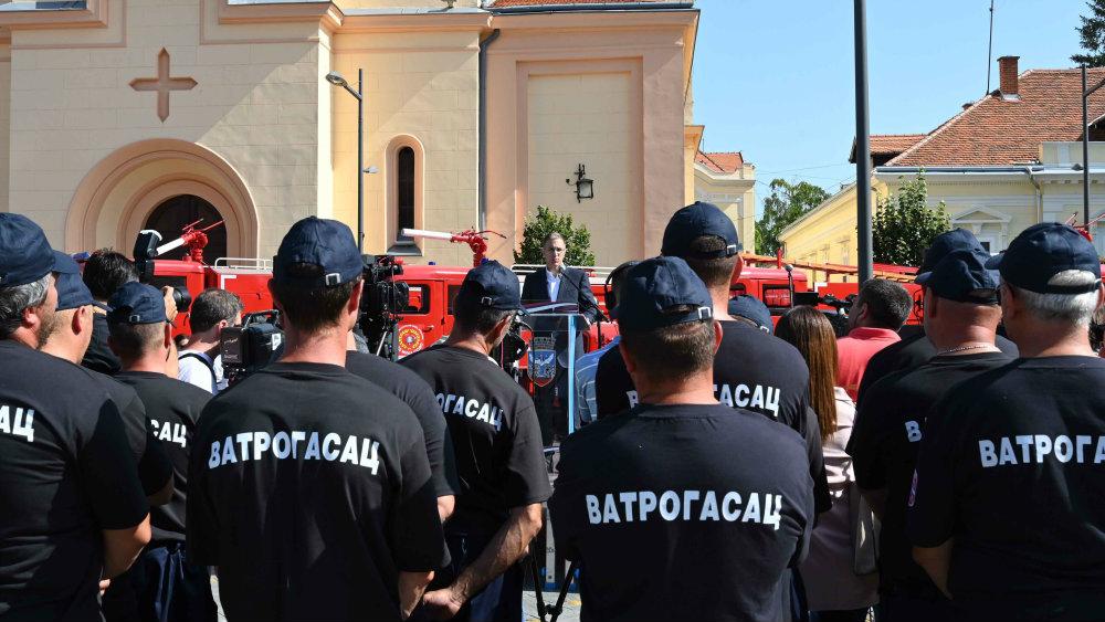 Stefanović uručio rešenje o unapređenju u čin generala policije Predragu Mariću 1