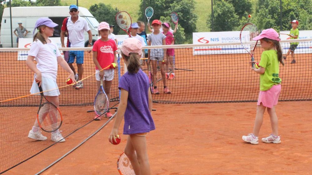 Besplatna otvorena škola tenisa za decu održana na Zlatiboru 1