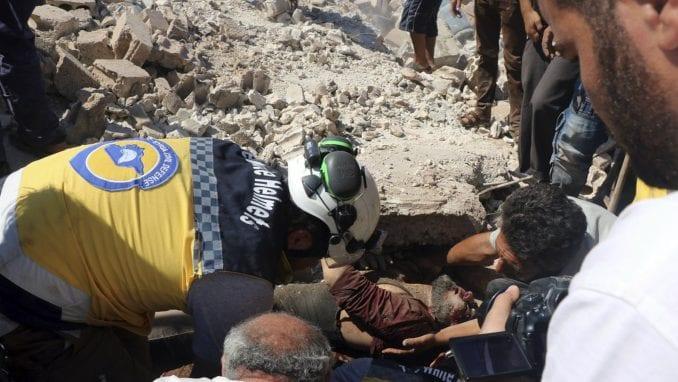 Ubijeno 10 civila u vazdušnim napadima sirijskih snaga u Idlibu 4