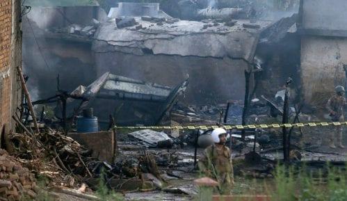 Pakistanski vojni avion srušio se među kuće, poginulo 17 ljudi 11