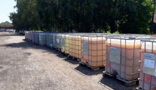 Zaječar online: Cisterne sa kalcijum-hloridom mesecima na železničkoj stanici (FOTO) 13