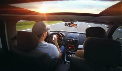 MUP najavio kontrolu korišćenja telefona tokom vožnje 9