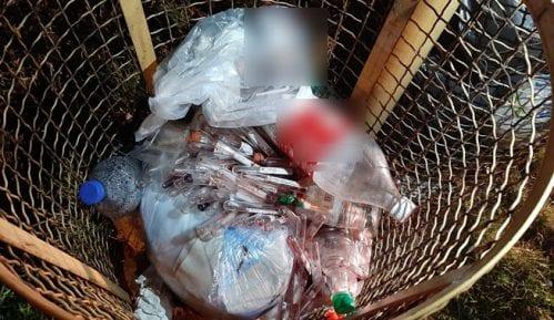 Na autobuskom stajalištu u Zaječaru pronađen opasan medicinski otpad 12