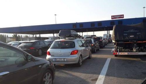 Zadržavanje na granicama za putnička vozila do 30 minuta, za teretna od 45 minuta do četiri sata 15