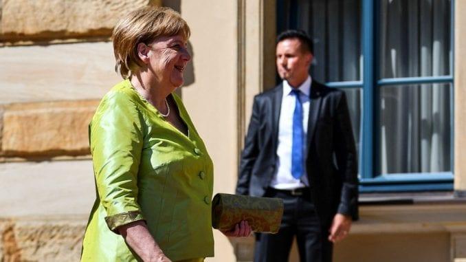 Merkelova došla na Festival opere, mnogi posetioci vratili karte zbog vrućine 1