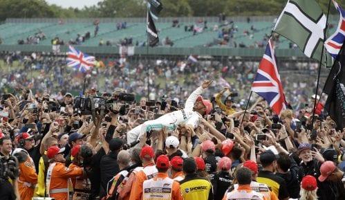 Rekordna šesta pobeda Hamiltona 12