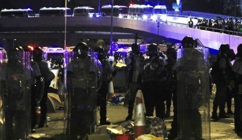 Desetine hiljada ljudi protestovalo u Hongkongu, policija ispraznila parlament 11