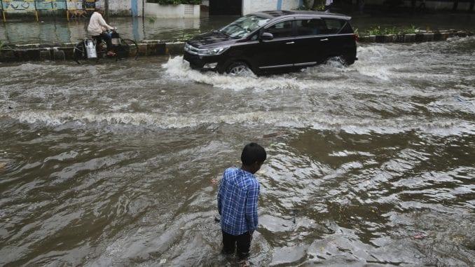 Helikopteri spasli putnike iz voza blokiranog poplavama u Indiji 2