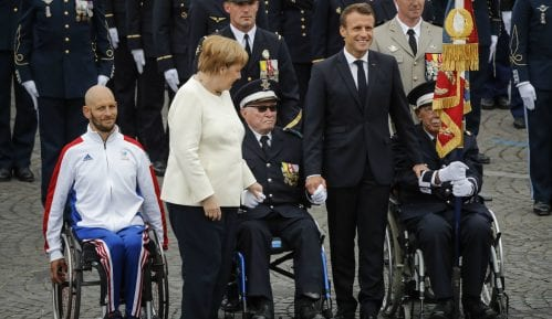 Politiko: Makron izviždan na vojnoj paradi u Parizu 11