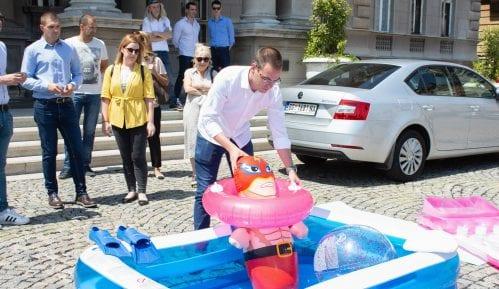Bastać ostavio Vesiću 'šlauf' i plastični bazen 2