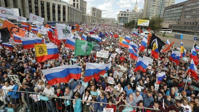 Više od 10.000 ljudi na protestu u Moskvi 4