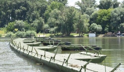 Postavljen pontonski most ka dunavskoj plaži Lido 13
