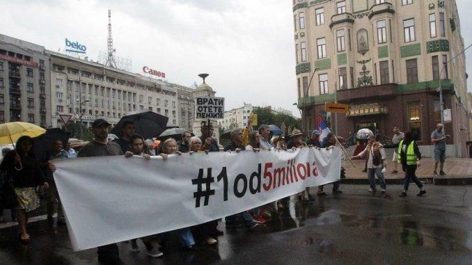 "Protest ""1 od 5 miliona"": Stefanoviću poslali diplomu poštom (VIDEO) 1"