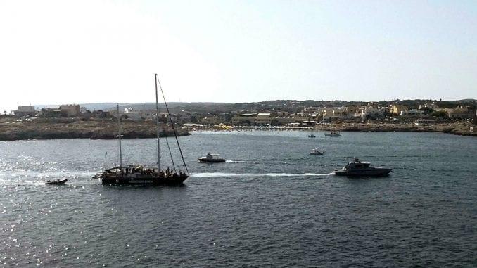 Španska obalska straža spasila 141 migranta 1