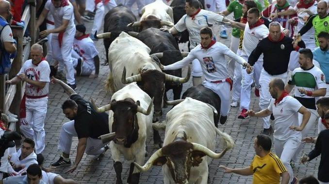 Četvoro povređeno u trci s bikovima u Pamploni 1