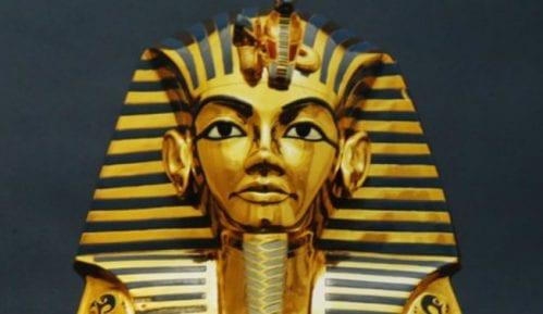 Urezani portret Tutankamona prodat na aukciji u Londonu 11