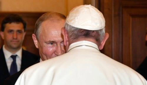 Putin poklonio Papi komemorativnu medalju iz Prvog svetskog rata 10