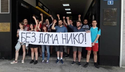 Protest Dobrile Petrović ispred Predsedništva 1