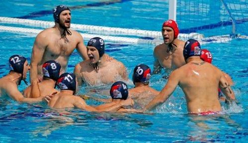 Uskoro će terati vaterpoliste da pričaju kako ih je Vučić naučio da plivaju 8