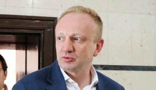 Đilas odbio da novinarima Pinka i Informera govori o paljenju knjige Gorana Vesića 4