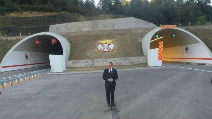 Vučić apsolutni rekorder u sečenju vrpci 1