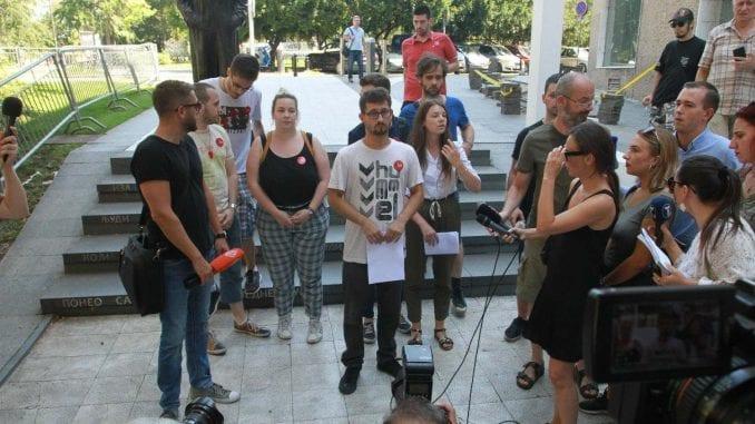 """Kako će izgledati protest nakon najave da će ulaz u Predsedništvo """"braniti"""" devojke 3"""