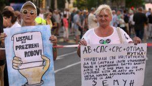 """Protest """"1 od 5 miliona"""": Guranje demonstranata i obezbeđenja kod Predsedništva 4"""