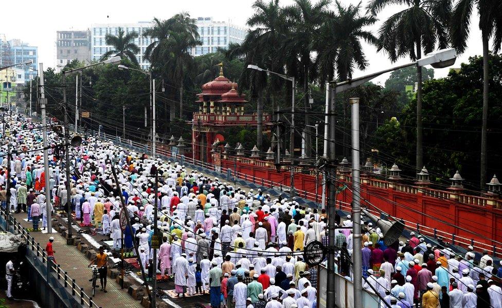 Muslimani na molitvi