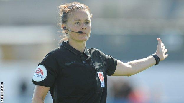 Rebeka Velč sudila je finale FA kupa za žene 2017.