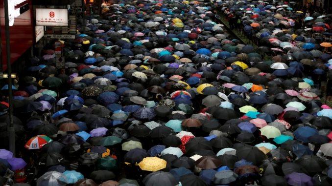 Protesti u Hongkongu: Više od 100.000 ljudi mirno izašlo na ulice 3