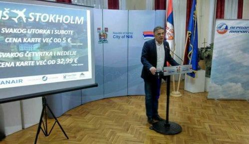 Država u julu platila 4.500 praznih mesta u avionima Er Srbije 10