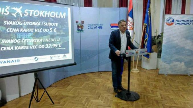 Država u julu platila 4.500 praznih mesta u avionima Er Srbije 3