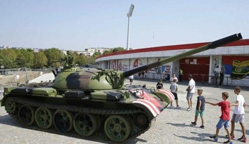 Anketa: Najveći broj građana smatra da tenku nije mesto pored stadiona 3