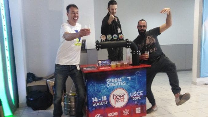 """Turisti na Aerodromu probali """"Moniku Beluči"""" među pivima 1"""