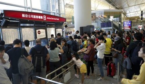 Demonstranti u Hongkongu pokušali da blokiraju prilaz aerodromu 7