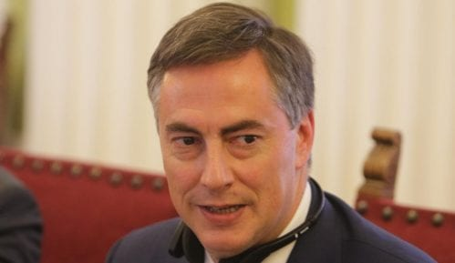 Vesić tvrdi da je pisao Mekalisteru službenom poštom 11