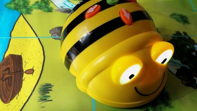 """Podrška Fondu B92 i akciji """"Pčelice"""" u okviru projekta """"Bitka za znanje"""" 2"""