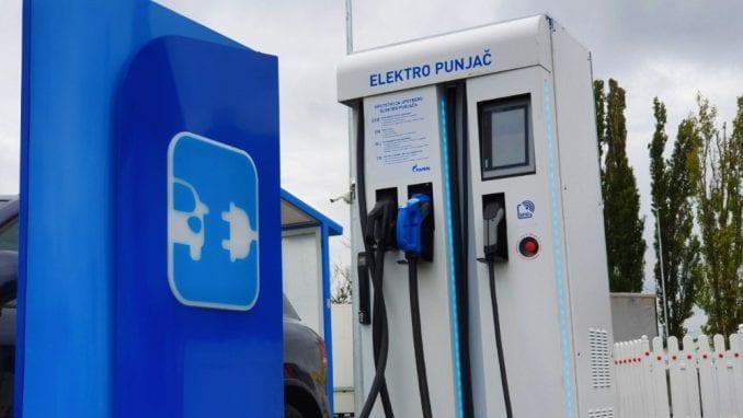 Naftna industrija: Opadaju potrošnja i cene goriva u Srbiji 5